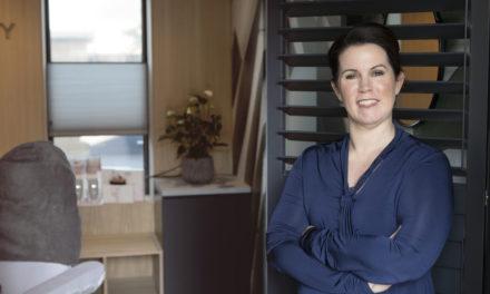 """*CORONA DOSSIER* Wendy Meyer – van de Meulengraaf: """"Deze crisis betekent voor mijn salon dat ik nog steeds zorg voor mijn klanten."""""""